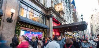 Macy's Herald Square in New York on Nov. 21, 2017. The Atlanta Federal Reserve predicts booming economic activity for the first quarter of 2018. (BENJAMIN CHASTEEN/THE EPOCH TIMES)