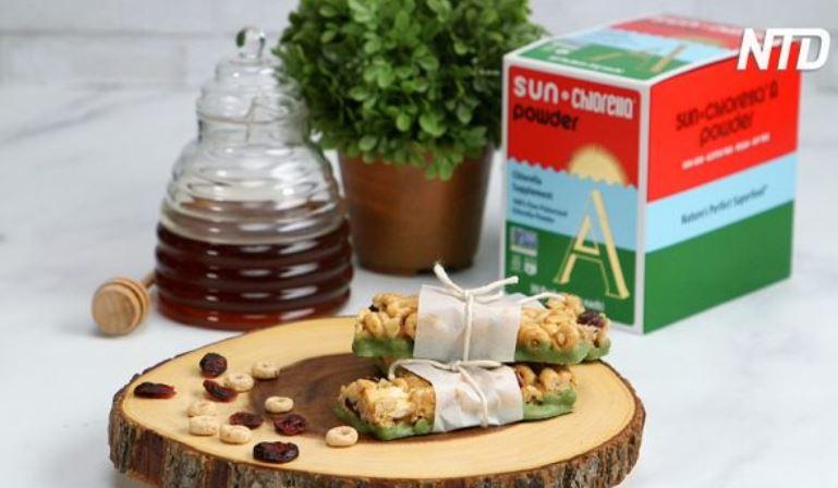 No-Bake Cereal Bars with Chlorella Yogurt Coating