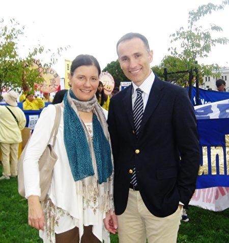Vasilios and his wife practice Falun Dafa. (Image: Vasilios Zoupounidis)